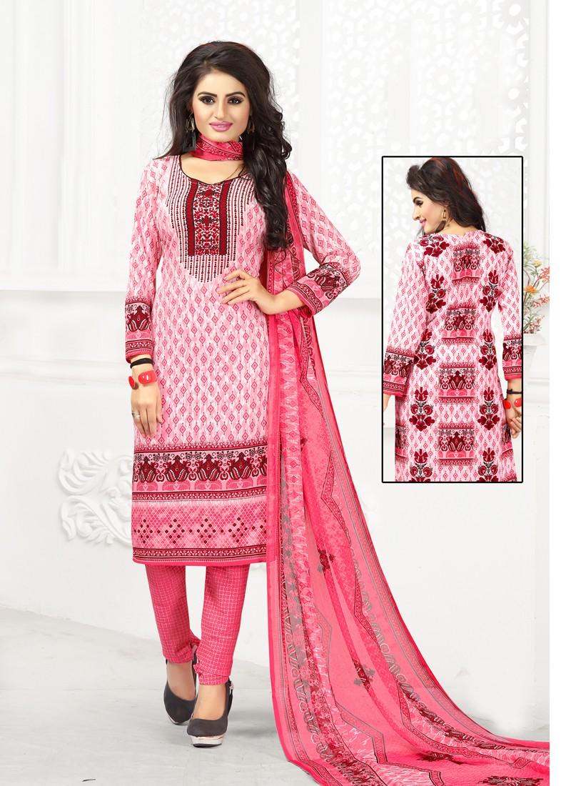 Camisa rosa y pantalón