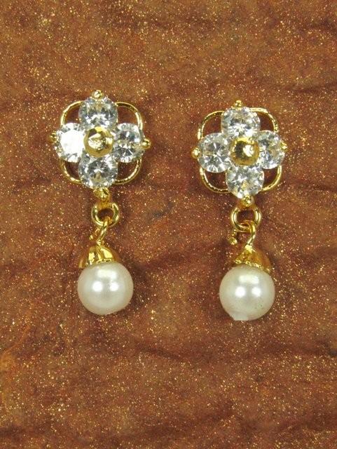 Pendientes pequeños de perla