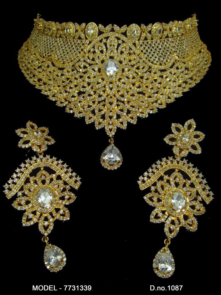 Conjunto collar dorado y pendientes