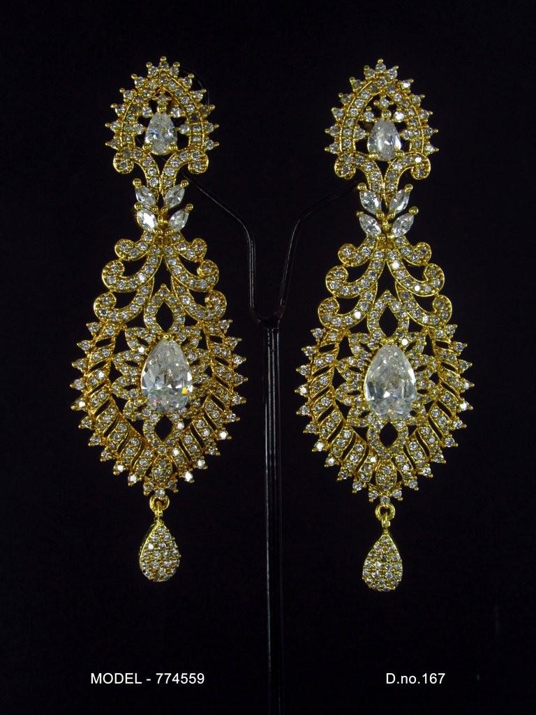 pendientes largos chapados oro con circonitas