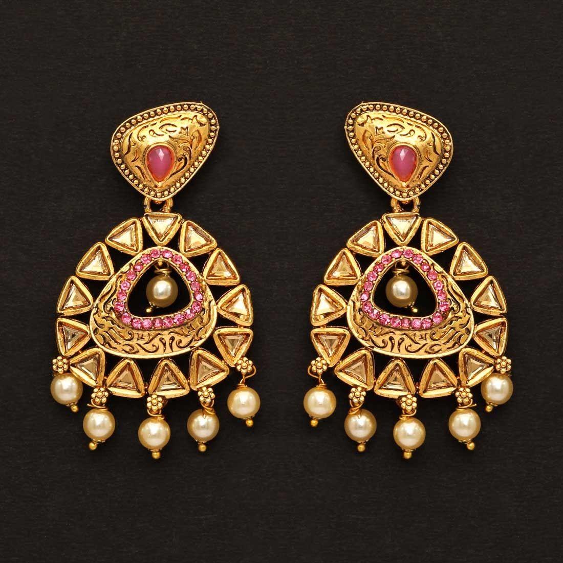 Pendientes dorados con perlas piedras rosas