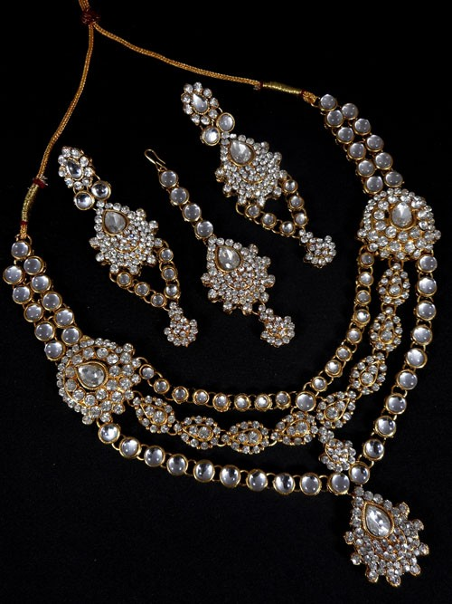 Conjunto de collar pendientes y tikka