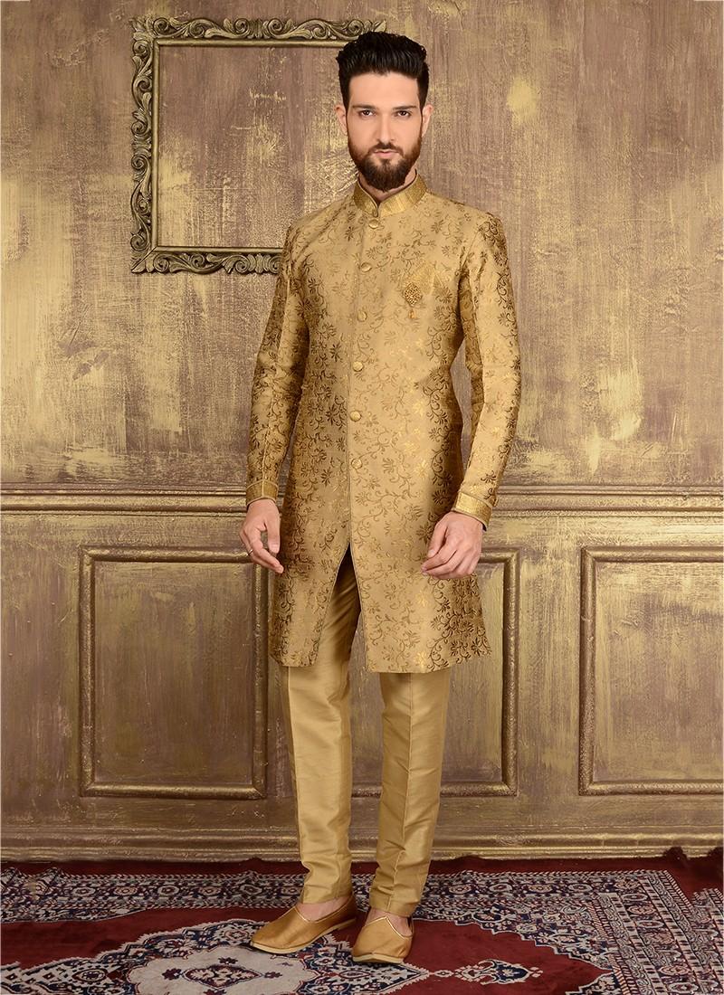 traje dorado
