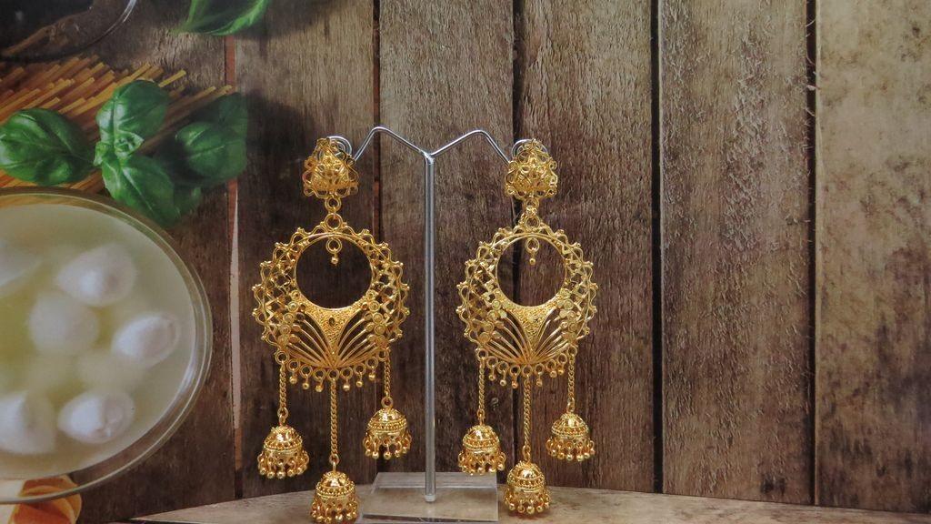 Pendientes grandes campanas doradas