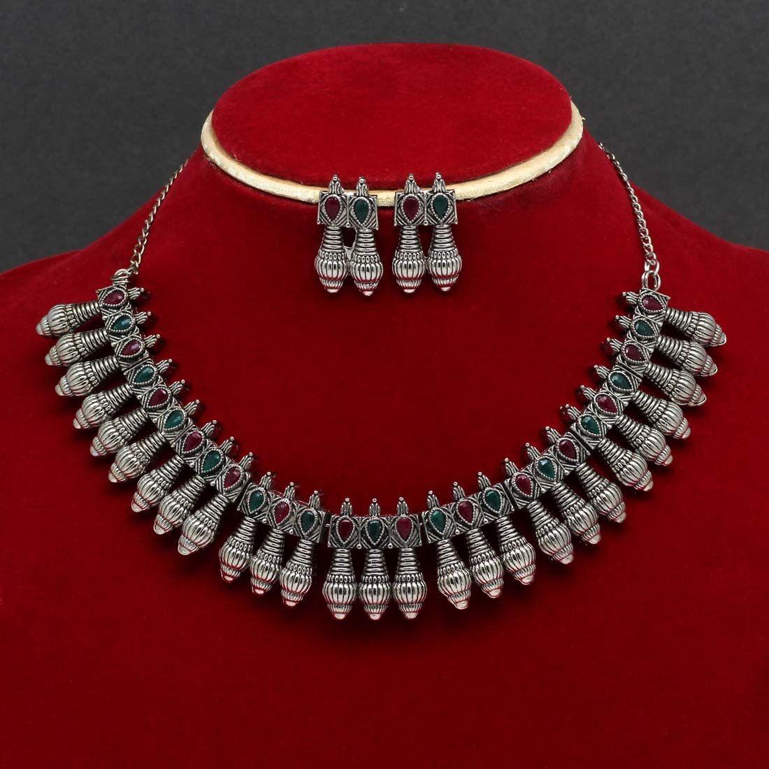 Collar tribal indio con pendientes