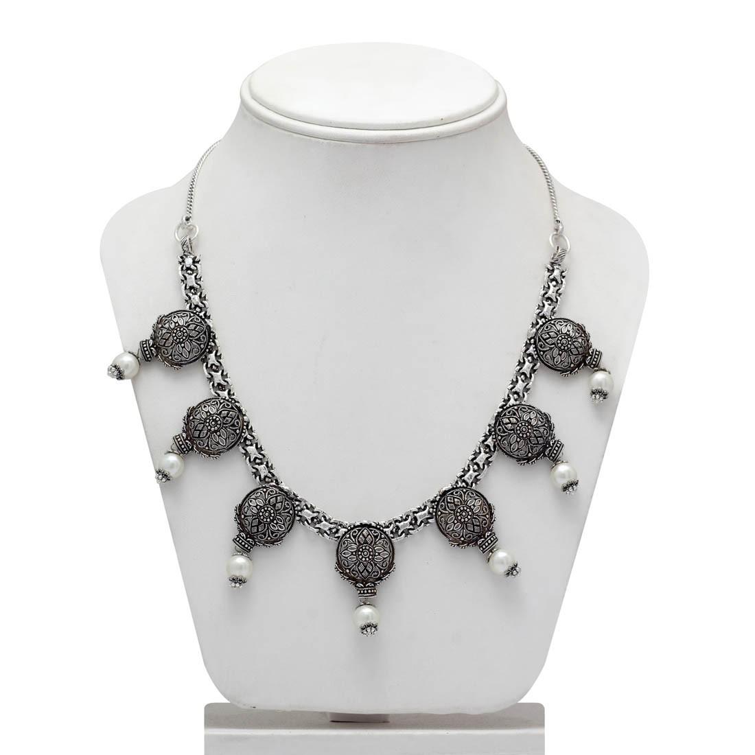 Collar color plata y perla blanca