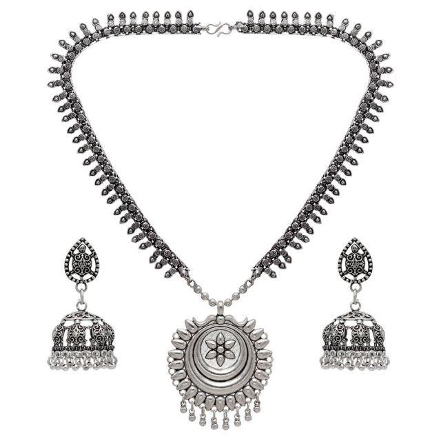 collar tribal con pendientes