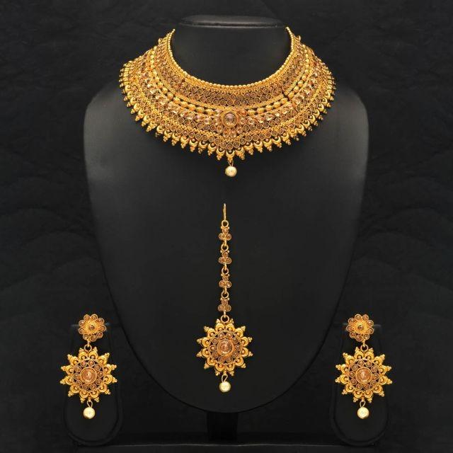 Conjunto color oro con tikka