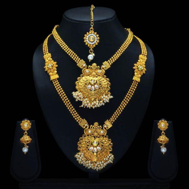 Conjunto étnico dorado con perlas