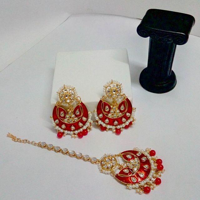 pendientes de india con tika rojos y perlas
