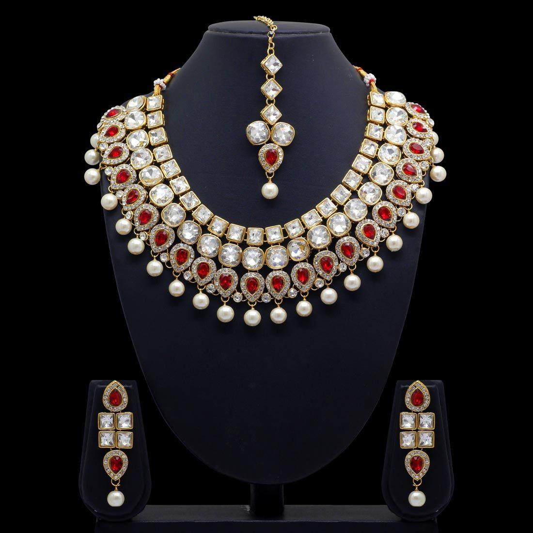 Conjunto cristales brillantes y piedras rojas
