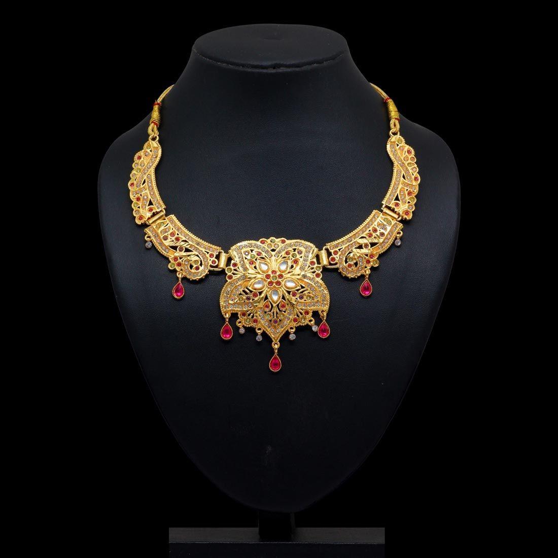 Collar dorado brillante con piedras colores