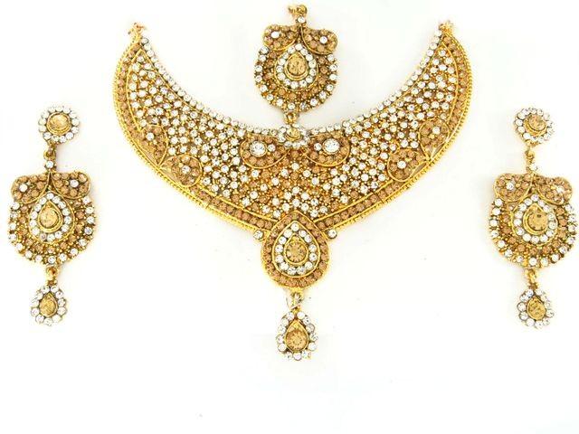 Conjunto dorado de la India