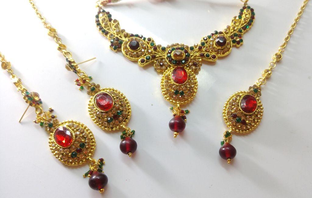 Conjunto rojo y verde Bollywood dance