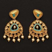 Pendientes dorados con perlas piedras azules
