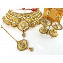 Conjunto perlas y piedras blancas y doradas