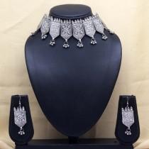 Collar choker tribal con pendientes