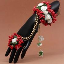 Pulsera con anillo rosas blancas y rojas