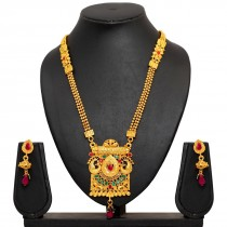 Collar indio con pendientes