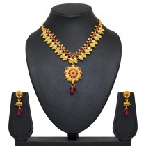 collar india con pendientes