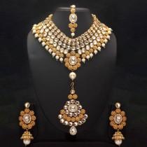 Conjunto de perlas y piedras