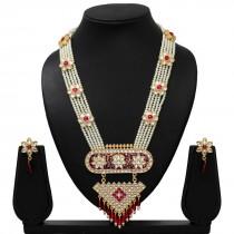 Collar largo de perlas y pendientes
