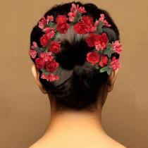 Tocado moño rosas rojas